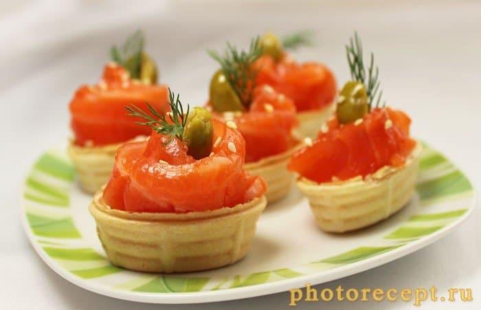 Фото рецепта - Тарталетки с творожным сыром Альметте и семгой - шаг 4