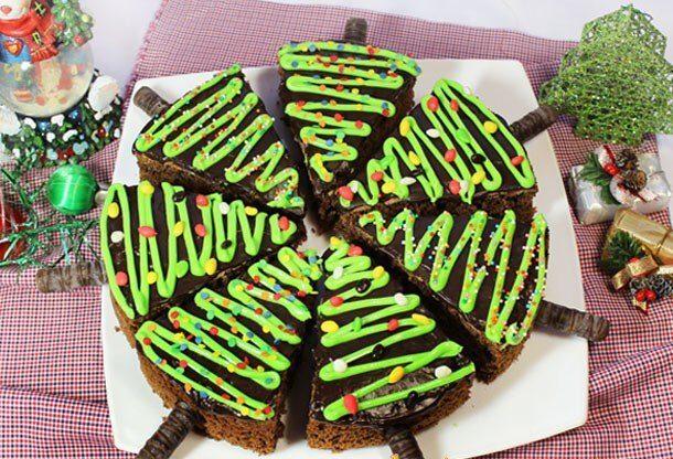 Темное шоколадное пирожное Ёлка