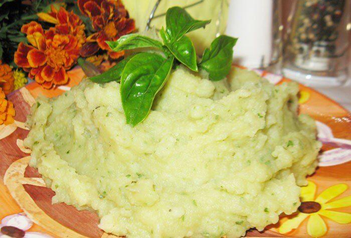 Картофельное пюре с базиликом