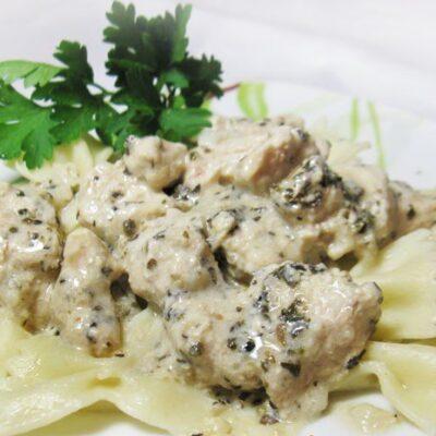 Куриное филе в сливочном соусе с базиликом - рецепт с фото