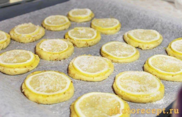 Фото рецепта - Миндальное печенье с дольками лимона - шаг 10