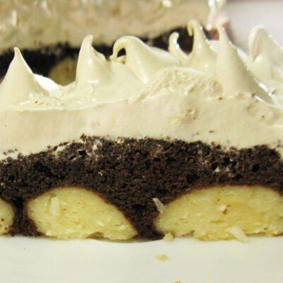 Шоколадный торт с творожными шариками и меренгой - рецепт с фото