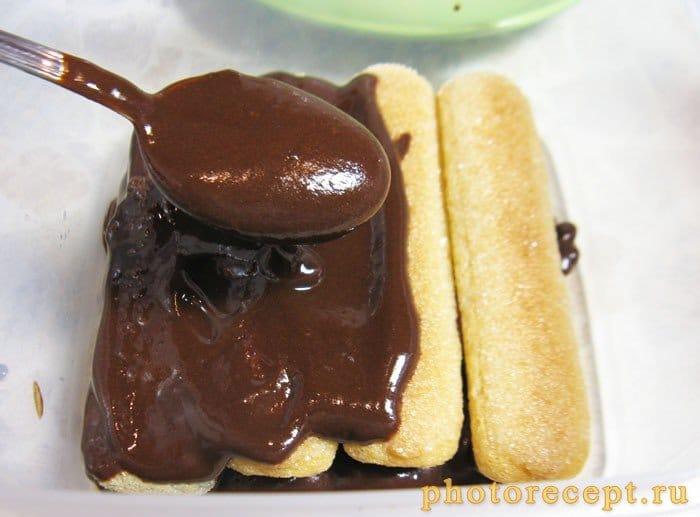 Фото рецепта - Итальянский десерт с печеньем савоярди и шоколадным кремом - шаг 4