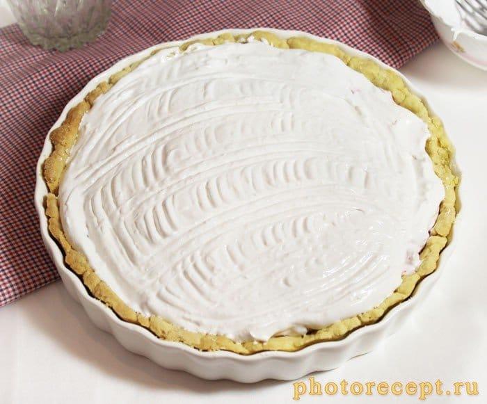Фото рецепта - Пирог с брусникой и меренгой - шаг 8