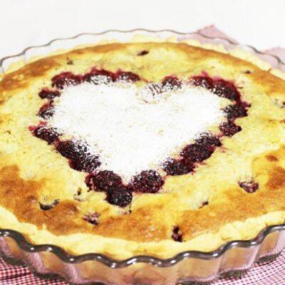Пирог с франжипаном и ежевикой