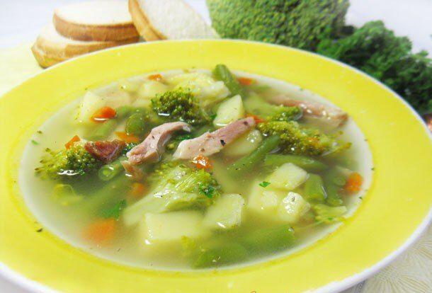 Суп из копченой курицы с брокколи и стручковой фасолью