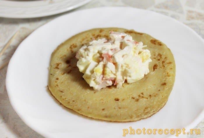 Фото рецепта - Блины, фаршированные морепродуктами - шаг 3