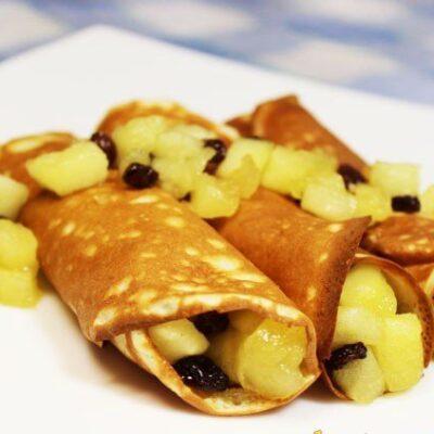 Французские крепы с яблоками и изюмом - рецепт с фото