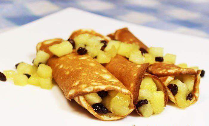 Французские крепы с яблоками и изюмом
