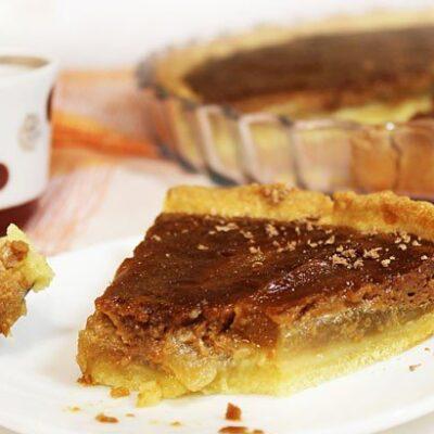 Открытый пирог с грушей и шоколадной карамелью - рецепт с фото
