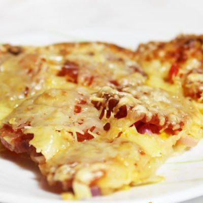 Домашняя пицца  с болгарским перцем и колбасой пикколини - рецепт с фото