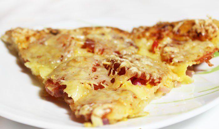 Домашняя пицца с болгарским перцем и колбасой пикколини