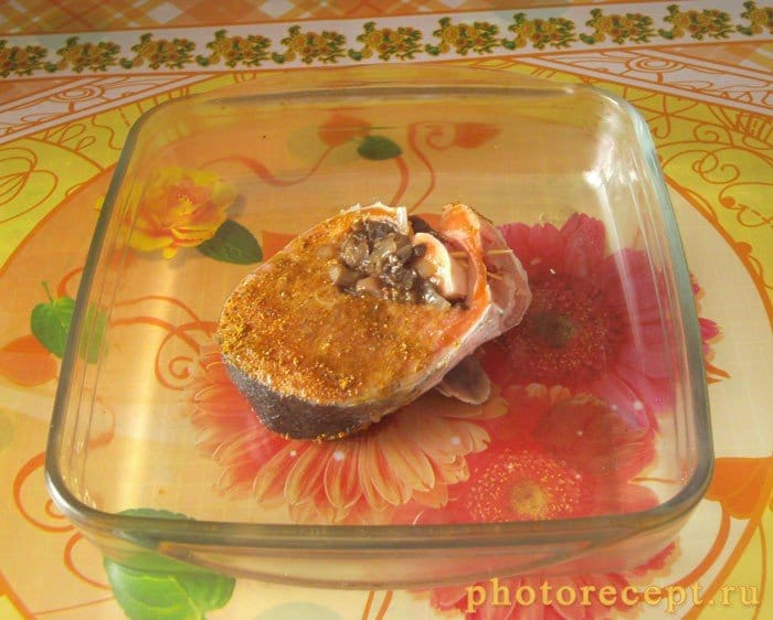 Фото рецепта - Стейк из форели с грибами - шаг 5