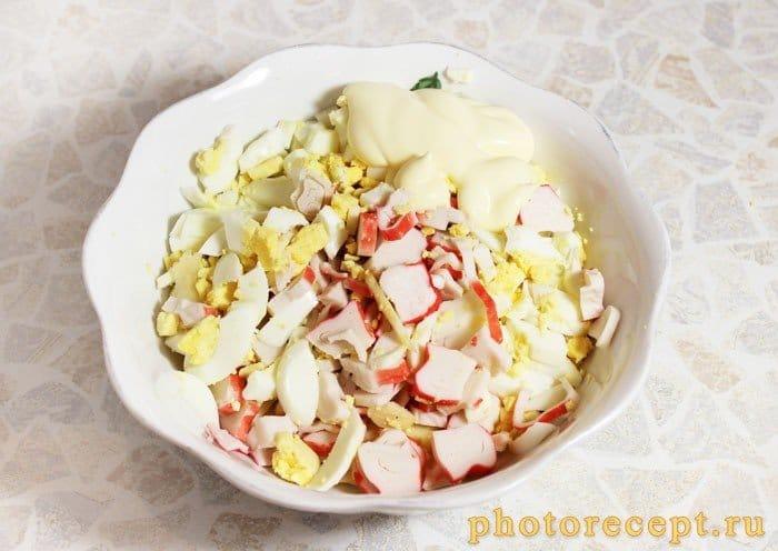 Фото рецепта - Салат с крабовыми палочками и яблоком - шаг 1