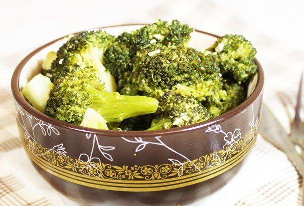 Жареная брокколи с чесноком и имбирем
