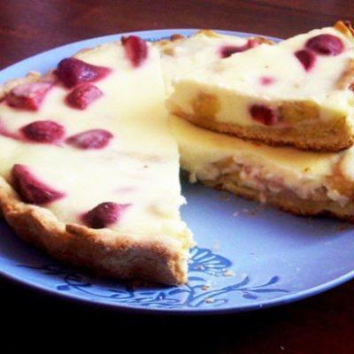 Пирог из песочного теста с фруктами и ягодами - рецепт с фото