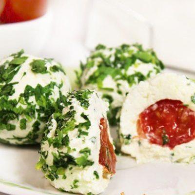 Сырная закуска с помидорами черри