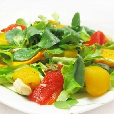 Салат с запеченной тыквой и болгарским перцем - рецепт с фото