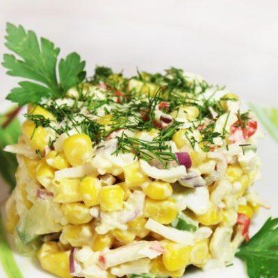 Крабовый салат с кукурузой и рисом - рецепт с фото