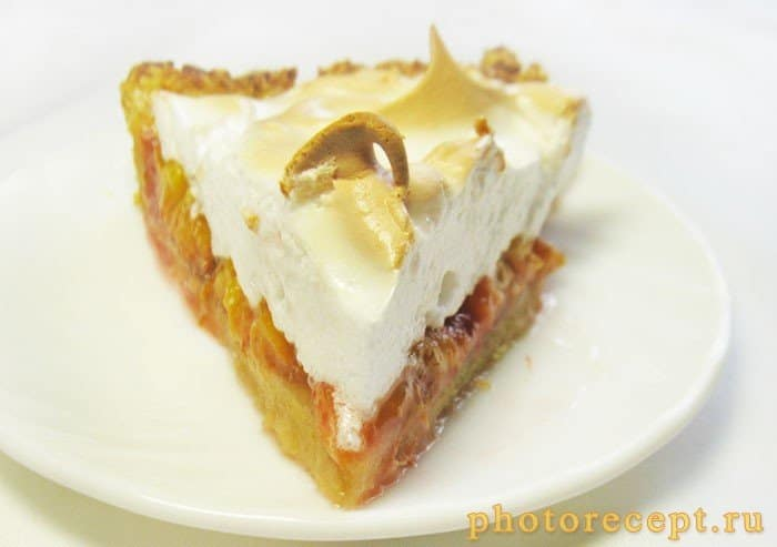 Фото рецепта - Пирог со сливами и итальянской меренгой - шаг 14