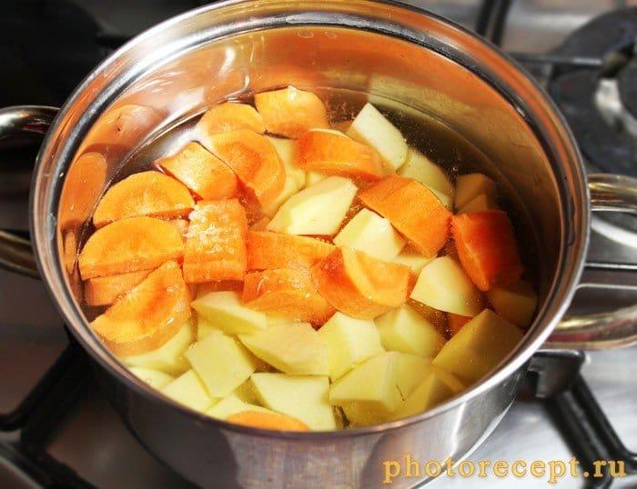 Фото рецепта - Восточное картофельное пюре с морковью и кунжутом - шаг 2