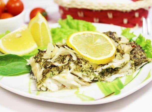 Пикша (треска), запеченная в духовке, под соусом песто - рецепт с фото