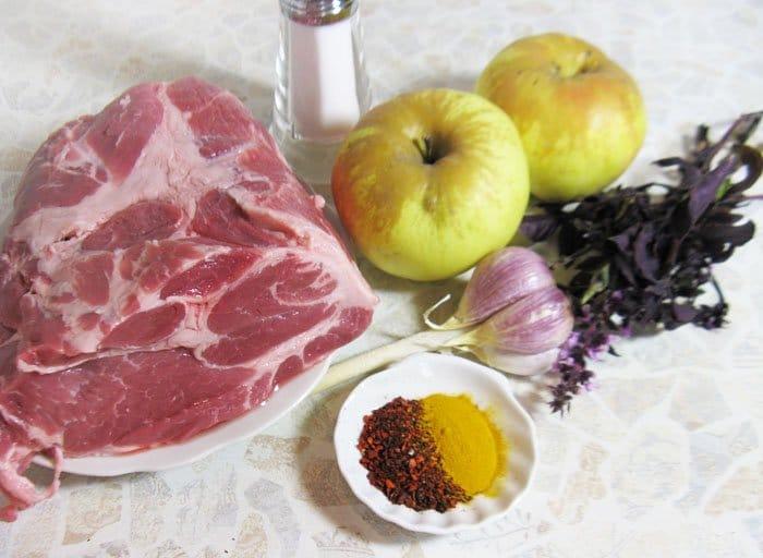 Фото рецепта - Пряная свинина, с запеченными яблоками - шаг 1