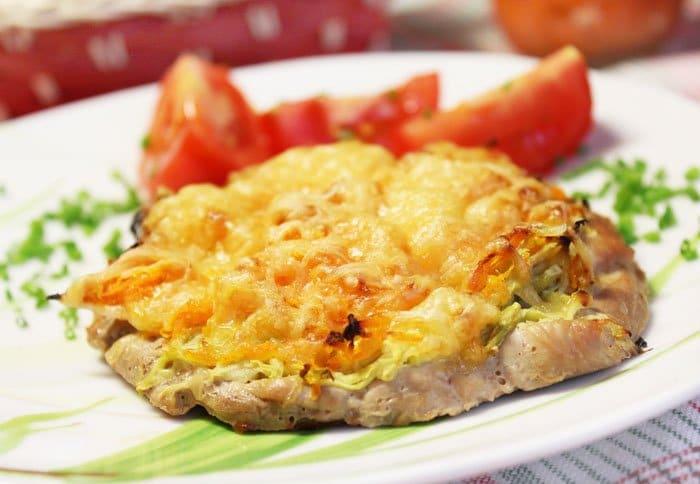 Фото рецепта - Свиная отбивная с кабачками и сыром - шаг 3