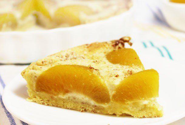 Пирог с персиками, маскарпоне и миндалем