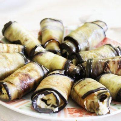 Рулетики из баклажанов с сыром и чесноком - рецепт с фото
