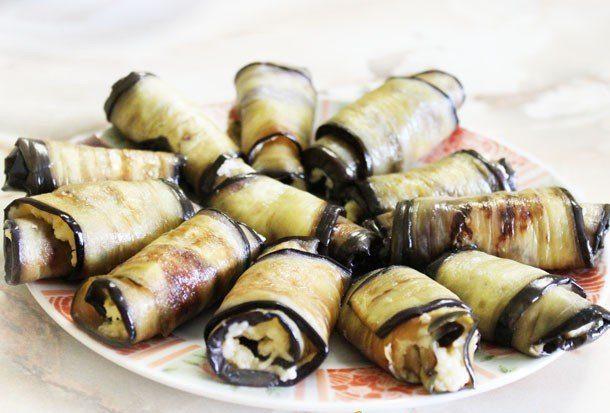 Рулетики с сыром и клюквой – кулинарный рецепт