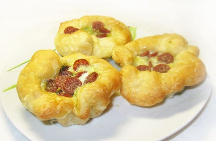 Фото рецепта - Открытые дрожжевые пирожки со шпинатом и пиколини - шаг 5