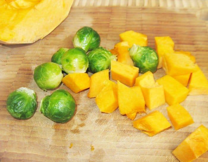 Фото рецепта - Открытые пирожки с тыквой и брюссельской капустой - шаг 1