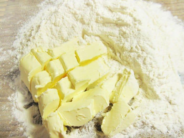 Фото рецепта - Пирог с черной смородиной и маскарпоне - шаг 2