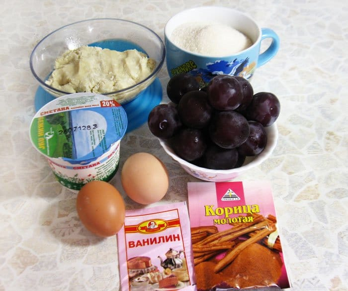 Фото рецепта - Пирог со сливами, сметаной и корицей - шаг 1