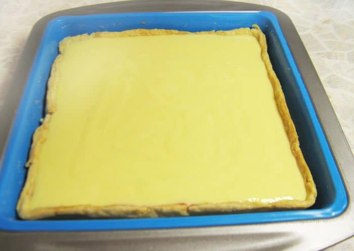 Фото рецепта - Пирог со сливами, сметаной и корицей - шаг 8