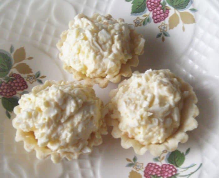 Фото рецепта - Салат из плавленых сырков в тарталетках - шаг 4