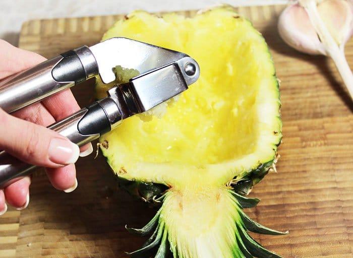 Фото рецепта - Запеченный ананас с фаршем под сырной корочкой - шаг 4
