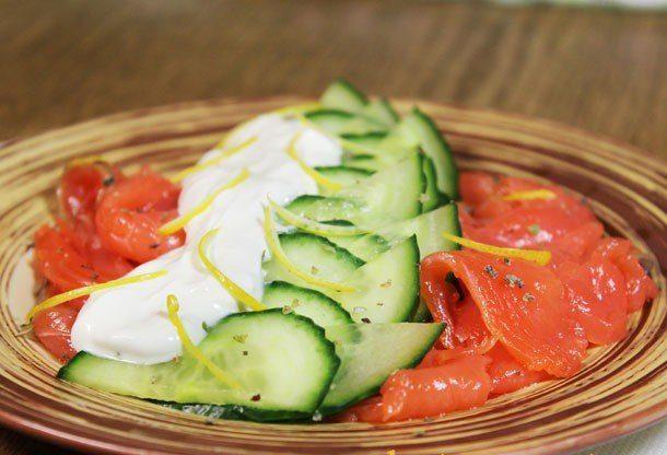 Салат из семги с огурцом