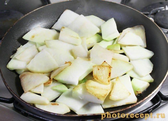 Фото рецепта - Запеченный сельдерей с перцем, сыром и сливками - шаг 3