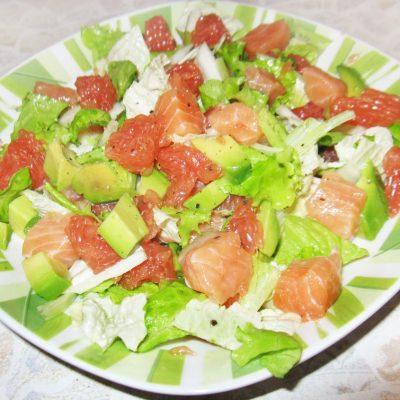 Салат с семгой и грейпфрутом - рецепт с фото