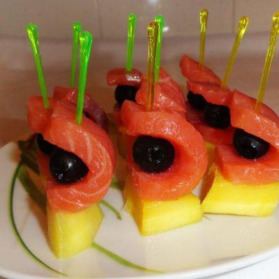 Канапе из семги с манго - рецепт с фото