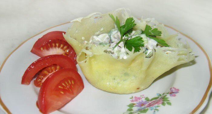 Сырные корзинки с салатом из языка