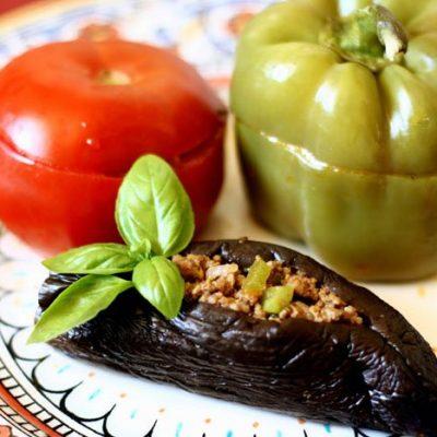Фаршированные баклажаны, перец и помидоры - рецепт с фото