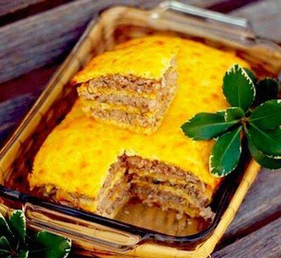 Слоеный сырный пирог с куриным фаршем - рецепт с фото