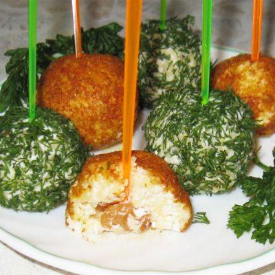 Творожно-сырные шарики с начинкой - рецепт с фото