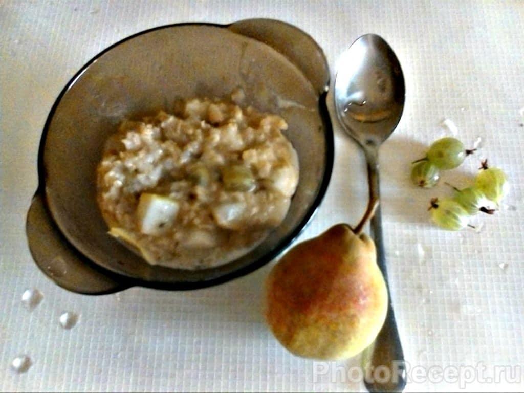 Фото рецепта - Овсянка с грушами и крыжовником - шаг 5