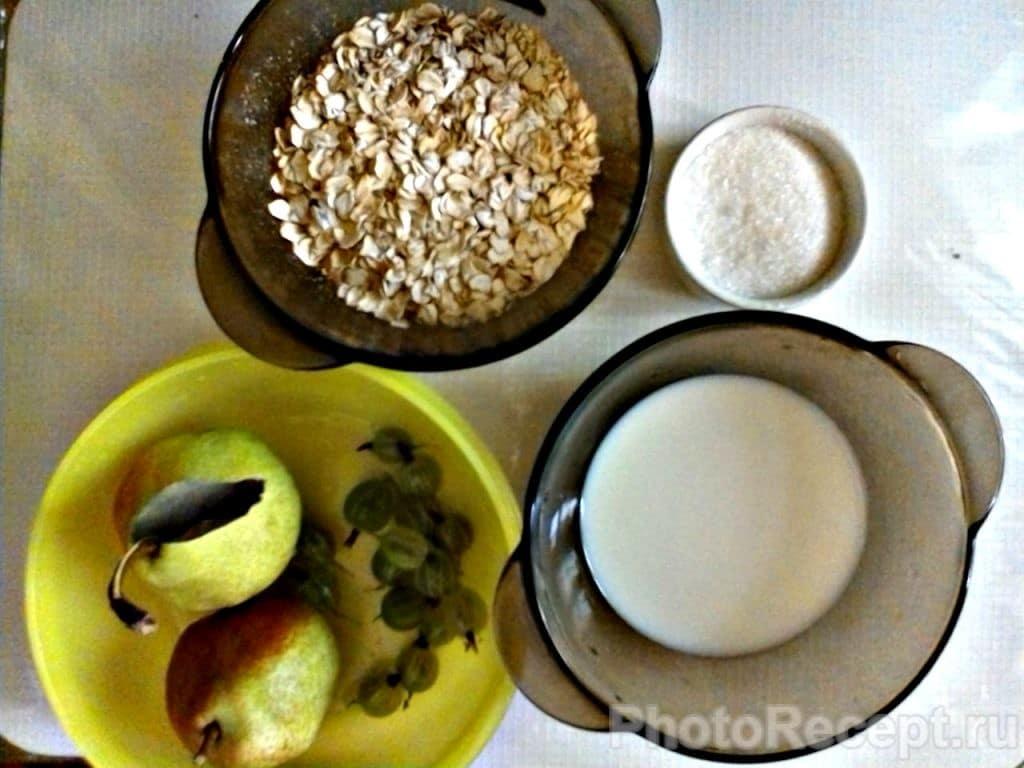 Фото рецепта - Овсянка с грушами и крыжовником - шаг 1