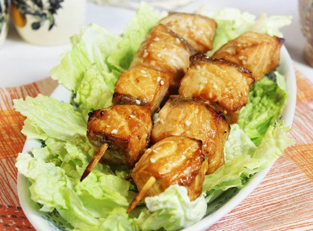 Шашлык из рыбы, маринованный в соевом соусе