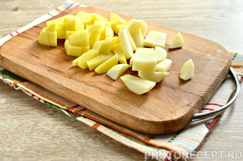 Фото рецепта - Рассольник на мясном бульоне с солеными огурцами - шаг 3